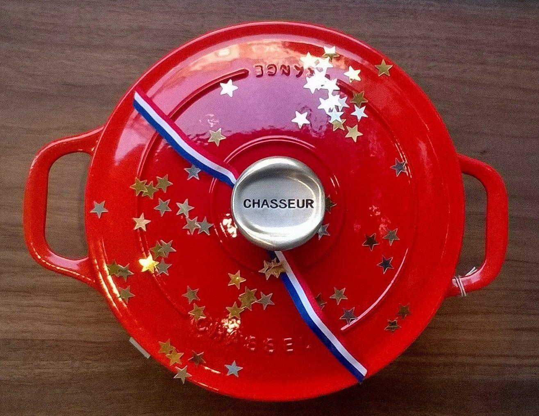 """Kochgeschirr mit""""Quasi-Geling-Garantie"""": eine gußeiserne Kasserolle von Le Chasseur."""