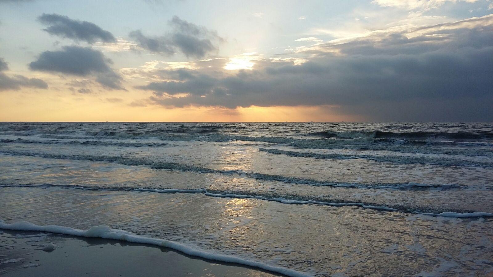 Sonnenuntergang. Wie gemalt.
